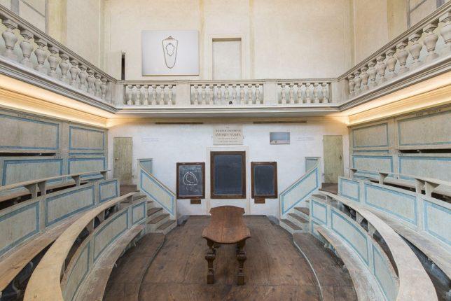 Gare-de-Moi.-Carlo-Benvenuti.-Exhibition-view-at-Teatro-anatomico-Modena-2018.-Photo-Rolando-Paolo-Guerzoni-1-2 (1)